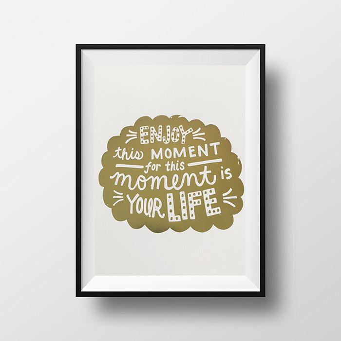 画像1: 『Enjoy Moment』名言 Gold Foil ポスター(額縁付き) (1)