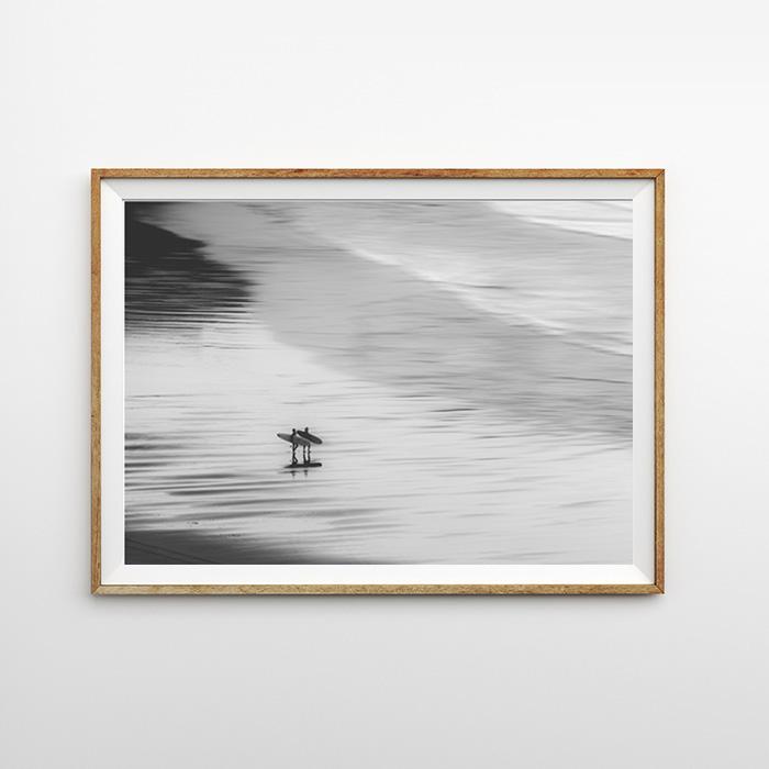 画像1: Surfer walking on Beach サーファー ポスター (1)