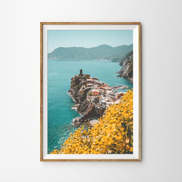 画像1: 海沿いのOCEAN LITTLE SMALL VILLAGE  ポスター (1)